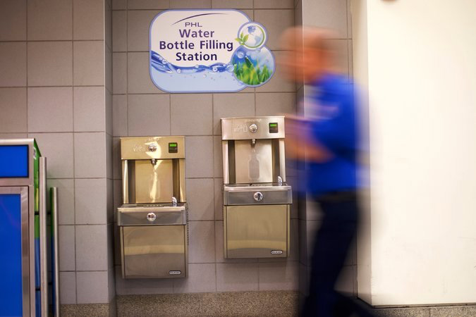 A water filing station in the Philadelphia airport. The airport has 21 such stations and plans to add them to all baggage claim areas before the end of the year. Credit Mark Makela for The New York Times.